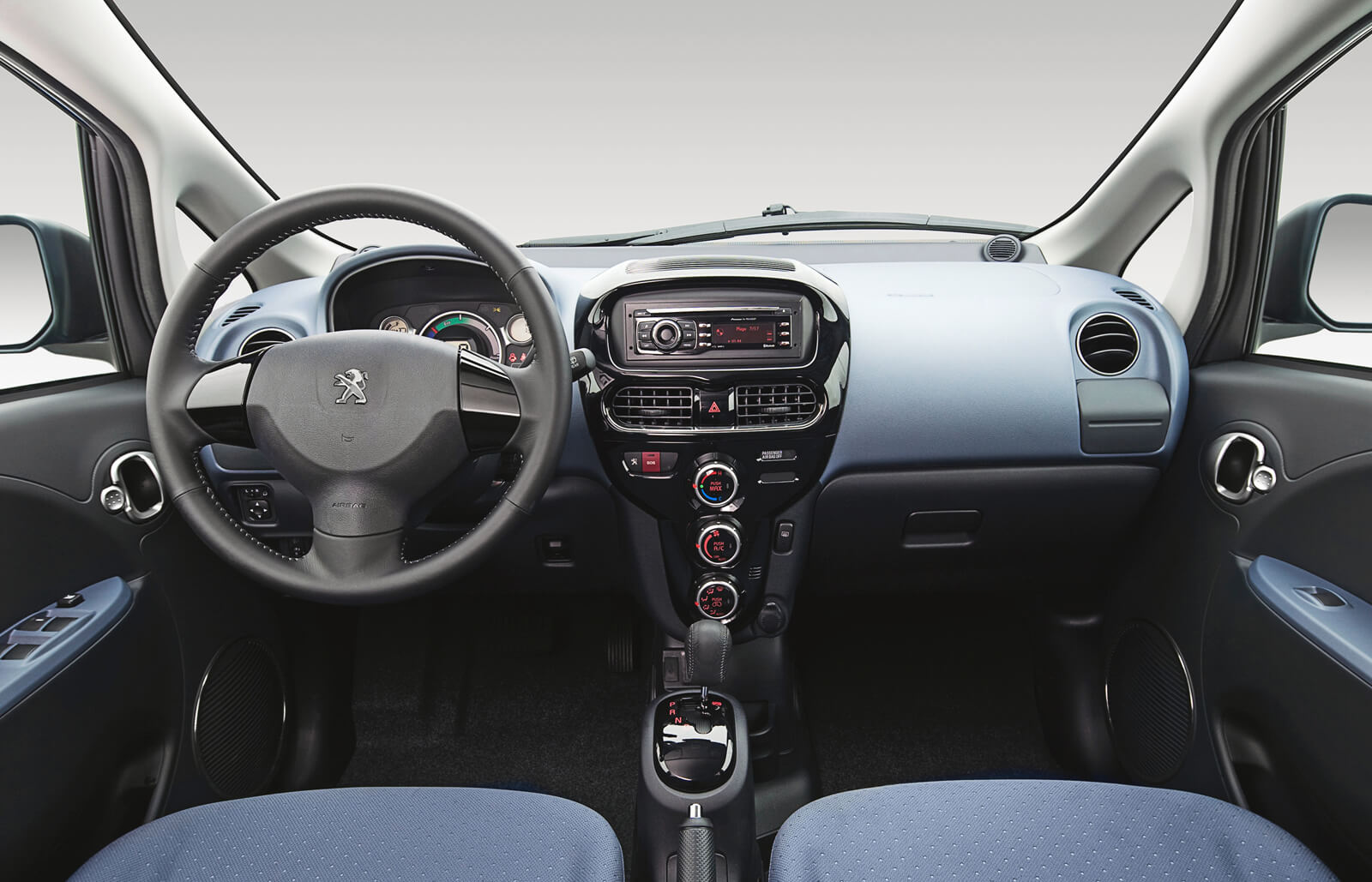 Peugeot iOn Interior Front