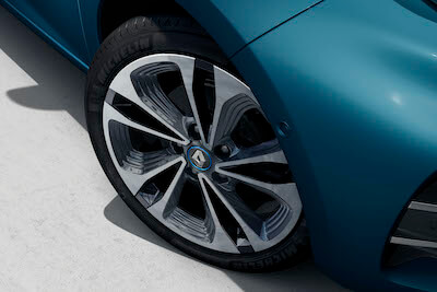 17-inch alloy wheels